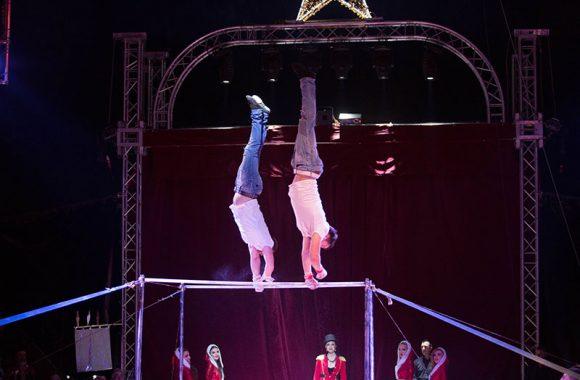 Akrobatik am Reck
